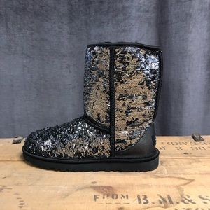 Ugg Classic Sparkles Boots 8 New Short Winter
